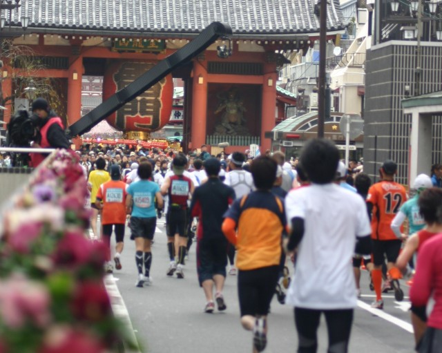 東京マラソンを走るランナー