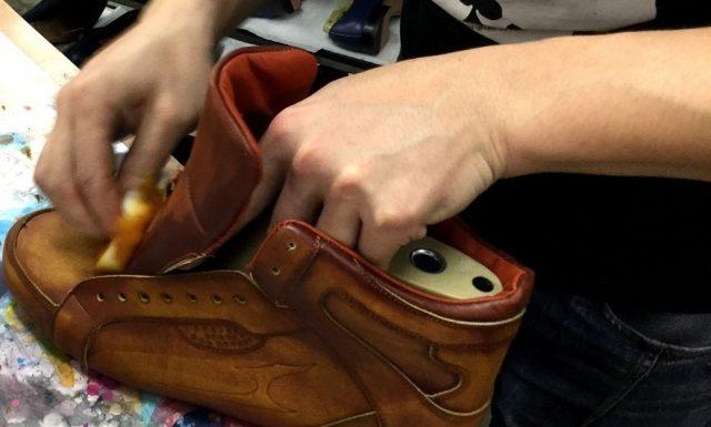 マドラスの靴職人が1足1足丁寧に仕上げた