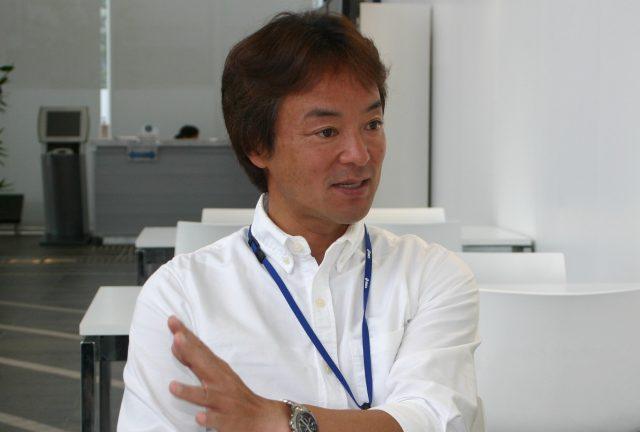 アシックスランニングクラブコーチの島田佳久さん。島田さんは日本体育協会公認トライアスロン指導員、陸上競技コーチとしても活動中